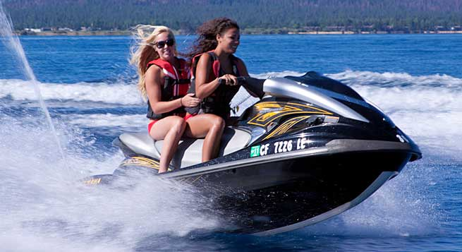 jet ski girls Fun on the Water!